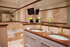 Bath of Santa Anastasia Suite